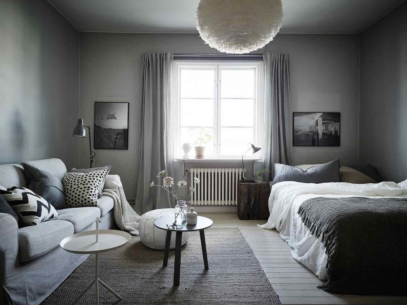 Interiores de un apartamento muy peque o en gris for Decoracion estudio pequeno